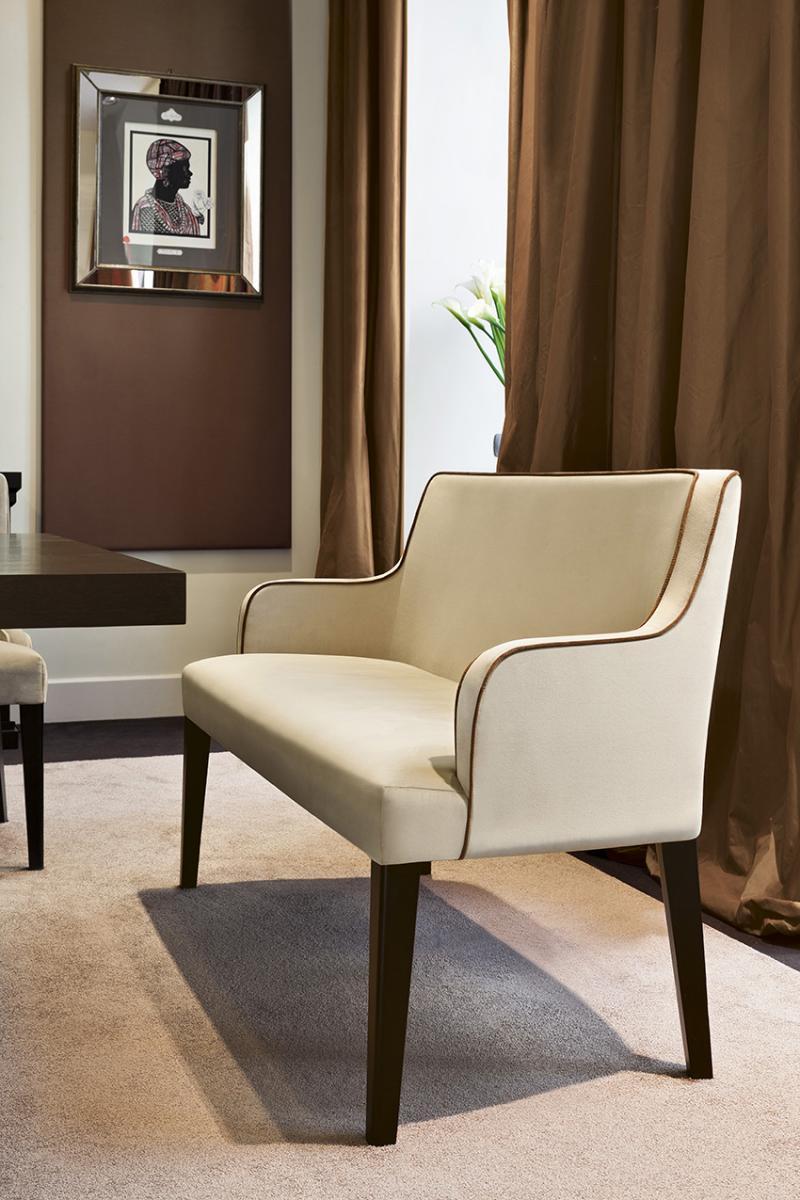 Crme Et Chocolat Salle De Sjour Style International Interior Design Luxury Et Ameublement