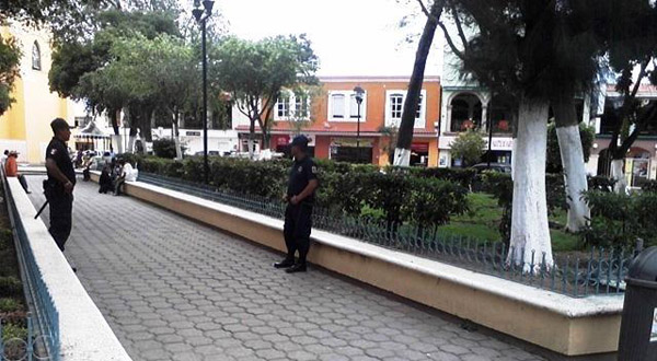 Detienen a dos menores y joven por reñir en Centro de Huajuapan