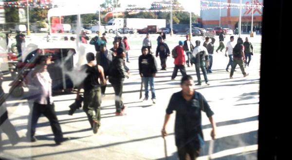Violenta disputa por estacionamiento de nuevo centro comercial en Xoxo