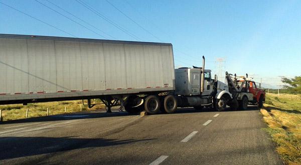 Deja fuertes vientos más de 32 vehículos siniestrados en Juchitán