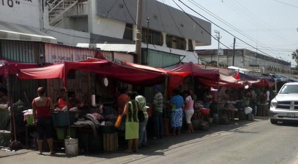 Empresarios, comerciantes y taxistas dueños de la vía pública