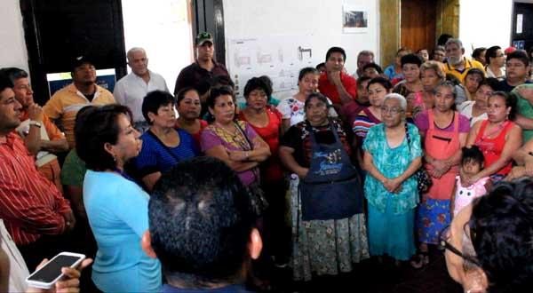 Recibe Rosa Nidia a locatarios del Mercado Ignacio Zaragoza