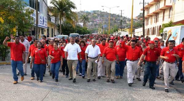 Secretario de la Sección 38, Artemio Enríquez bajo la sombra del exlíder sindical, Mario Carlock.
