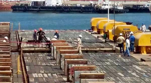 Dan de baja a obreros que laboran en la construcción de remolcadores