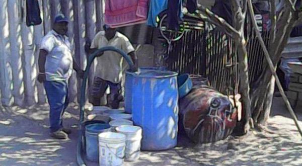 Reclaman agua para resolver sus problemas domésticos