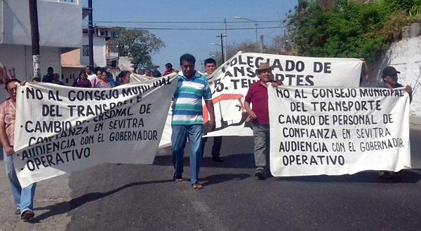 Marchan transportistas, piden acabar con corrupción en SEVITRA