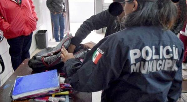 Continúa el programa mochila en las escuelas del Puerto