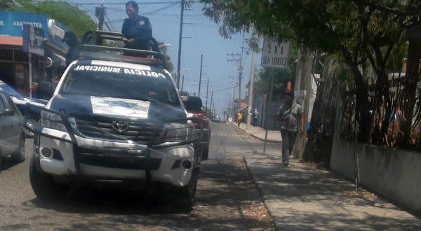 Detienen a sujetos por raptar a mujer en pleno centro de Salina Cruz
