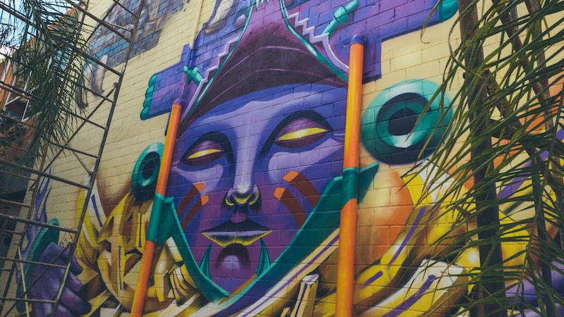 Fachadas lucen imponentes murales de artistas urbanos