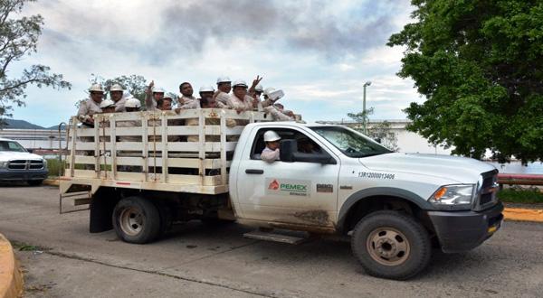 Contratan a obreros para la limpieza en la Refinería