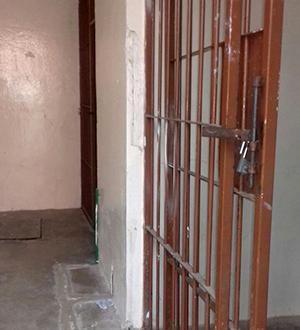 Joven se quita la vida dentro de la cárcel en Tezoatlán
