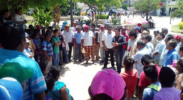 Habitantes de Boca del Río desconocen a su agente por hacer tratos con Pemex