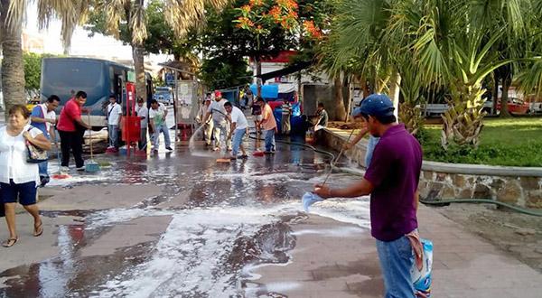 Urbaneros realizan limpieza y genera polémica