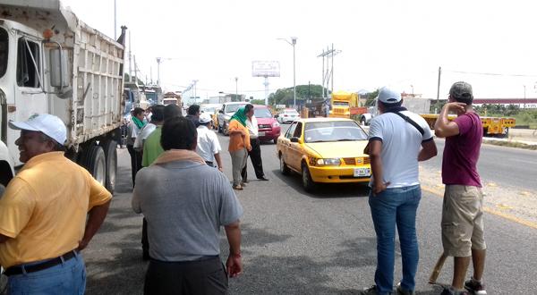 Taxistas anuncian bloqueo para protestar contra SEMOVI