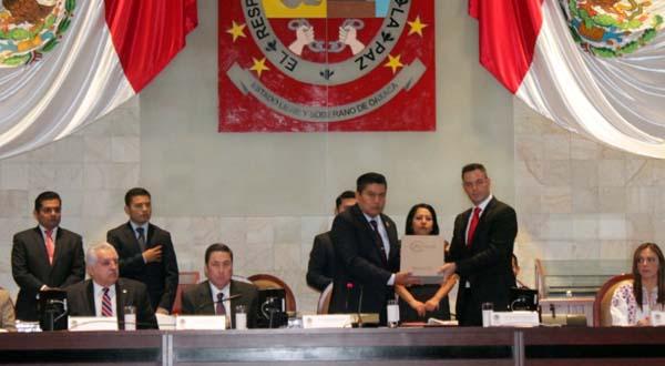 Recibe Legislativo segundo Informe de Gobierno del Ejecutivo Alejandro Murat