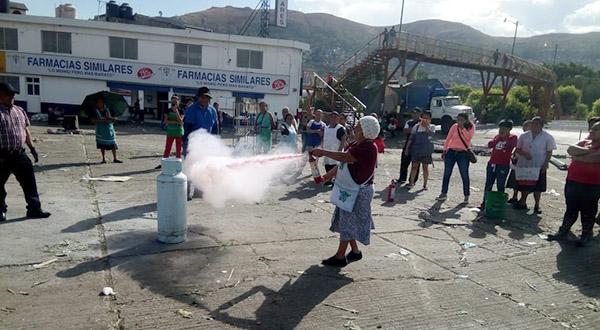 Capacitan a comerciantes del Mercado de Abasto en uso y manejo de extintores