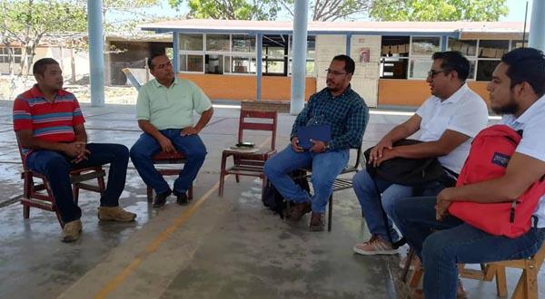 Evalúan la reconstrucción de escuelas dañadas por el terremoto