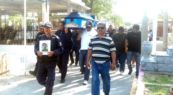 Ayuntamiento apoya a viuda de policía que falleció en accidente