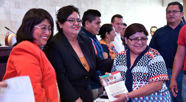 """Presentan libro de personajes que integran Muro de Honor """"Benito Juárez"""""""