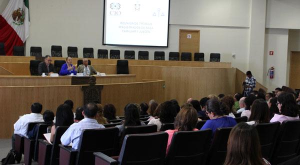 Refuerzan labor jurisdiccional magistrados y jueces en materia familiar