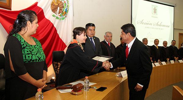 PJE entrega reconocimientos al mérito judicial
