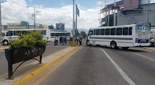 * 169 docentes desquician la capital. * Niltepec, recupera 40 mil hectáreas *