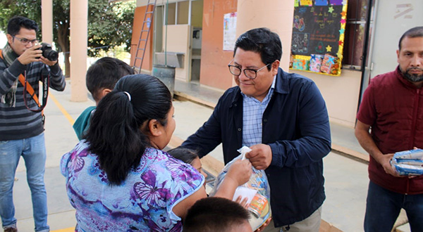 Entrega DIF de Oaxaca de Juárez apoyos alimentarios a familias vulnerables