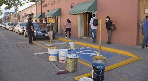 Rehabilita Ayuntamiento de Oaxaca 28 cajones de stacionamiento para personas con discapacidad