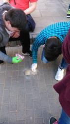Phillip und Chris beim Putzen