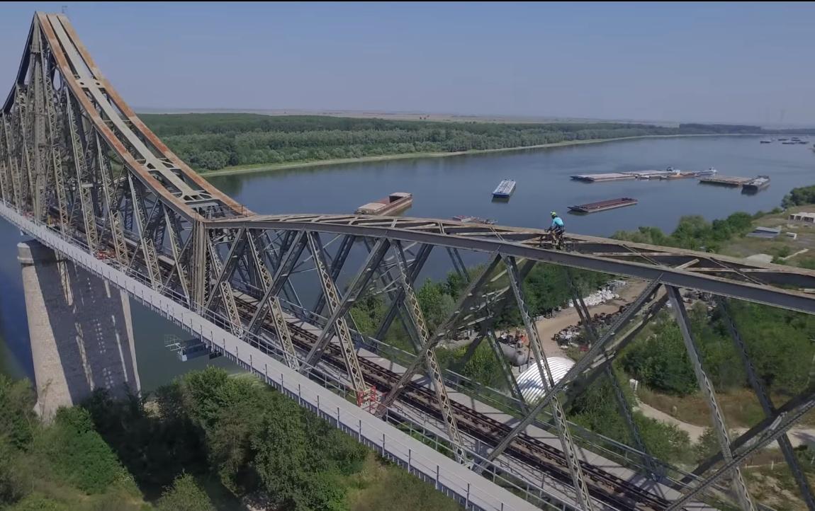 Cascadorie la înălțime pe podul Anghel Saligny