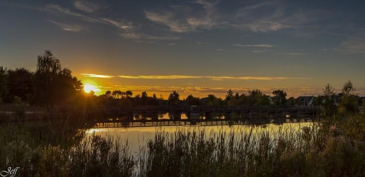 Coucher de soleil sur Saint Sylvain d'Anjou (Maine et Loire)