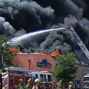 Immeuble commercial en feu