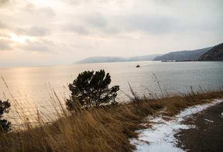 Мусорный ветер, дым из трубы… о проблеме защиты уникального пресноводного озера Байкал