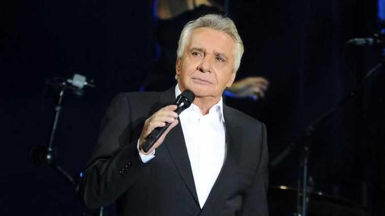 Cet énorme chèque qu'a signé le chanteur pour les Restos du coeur ! Respect !