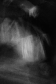 Nacktschwimmen am Wasserfall
