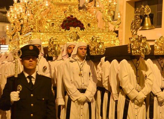Viernes Santo: Desfile Procesional Cofradía Santo Sepulcro