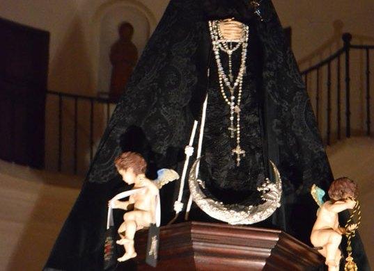 Sábado Santo: Desfile Procesional Cofradía Soledad
