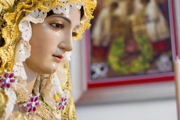Besamano María Santísima de la Amargura
