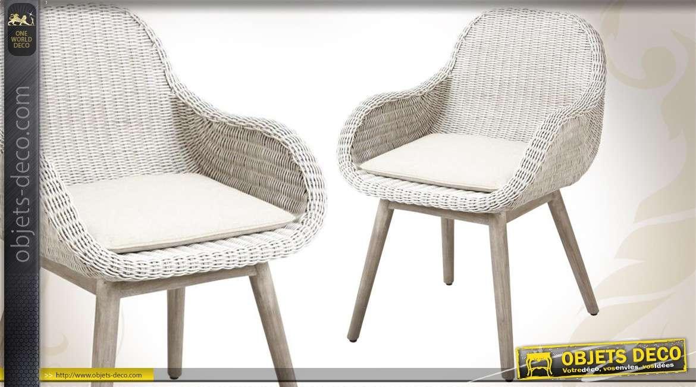 fauteuil blanc en bois et en rotin avec coussin