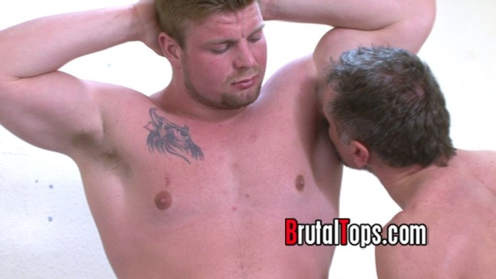 Gym Bully Made Me Sniff His Dirty Armpit