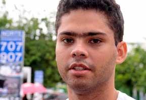 O estudante Wesley Viana comenta as provas do segundo dia do Exame Nacional do Ensino Médio (Enem) (foto: agência Brasil)