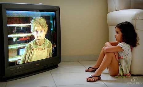 Estudantes brasileiros passam mais tempo diante da Tv do que recomenda a OMS (Foto: Gilberto Filho - http://www.flickr.com/photos/gilbertofilho/3963548894/)