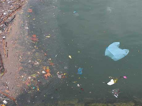 Prefeitura inventa imposto de cinco centavos por uso de sacola plástica em supermercados