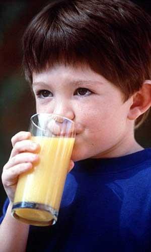 Sucos de fruta vendidos na Europa podem causar câncer em crianças, dizem cientistas
