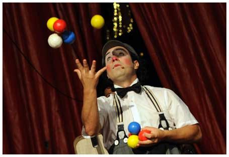 Artistas circenses pedem apoio do governo no dia do circo