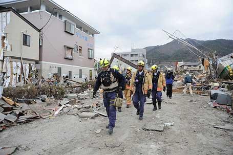 Foto de casas destruídas por um terremoto