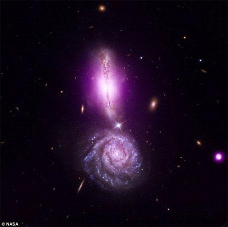 Foto da Nasa de um ponto de exclamação no céu