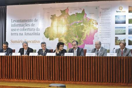 Fotos dos ministros no lançamento do mapa de cobertura das áreas desmatadas da floresta amazônica