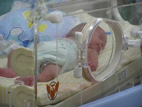 ilustração bebê prematuro