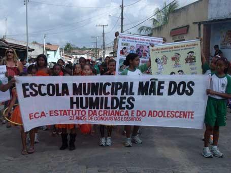 Foto 1- passeata da Escola Municipal Mãe dos Humildes
